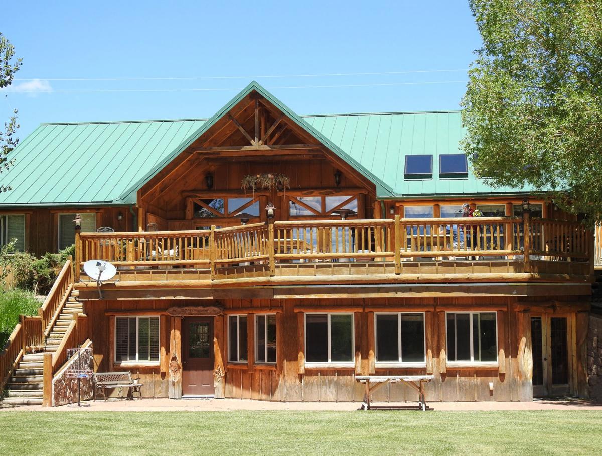 Cottonwood Ranch guest lodge