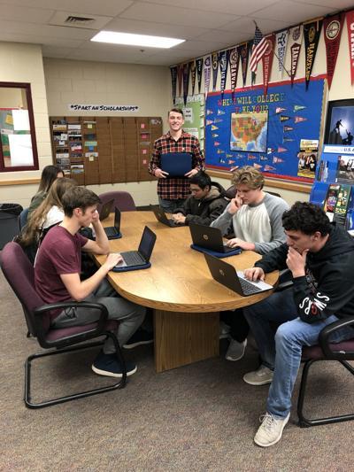 Minidoka County School District gives seniors laptops