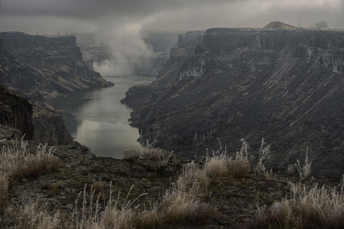 A winter wonderland along the canyon rim