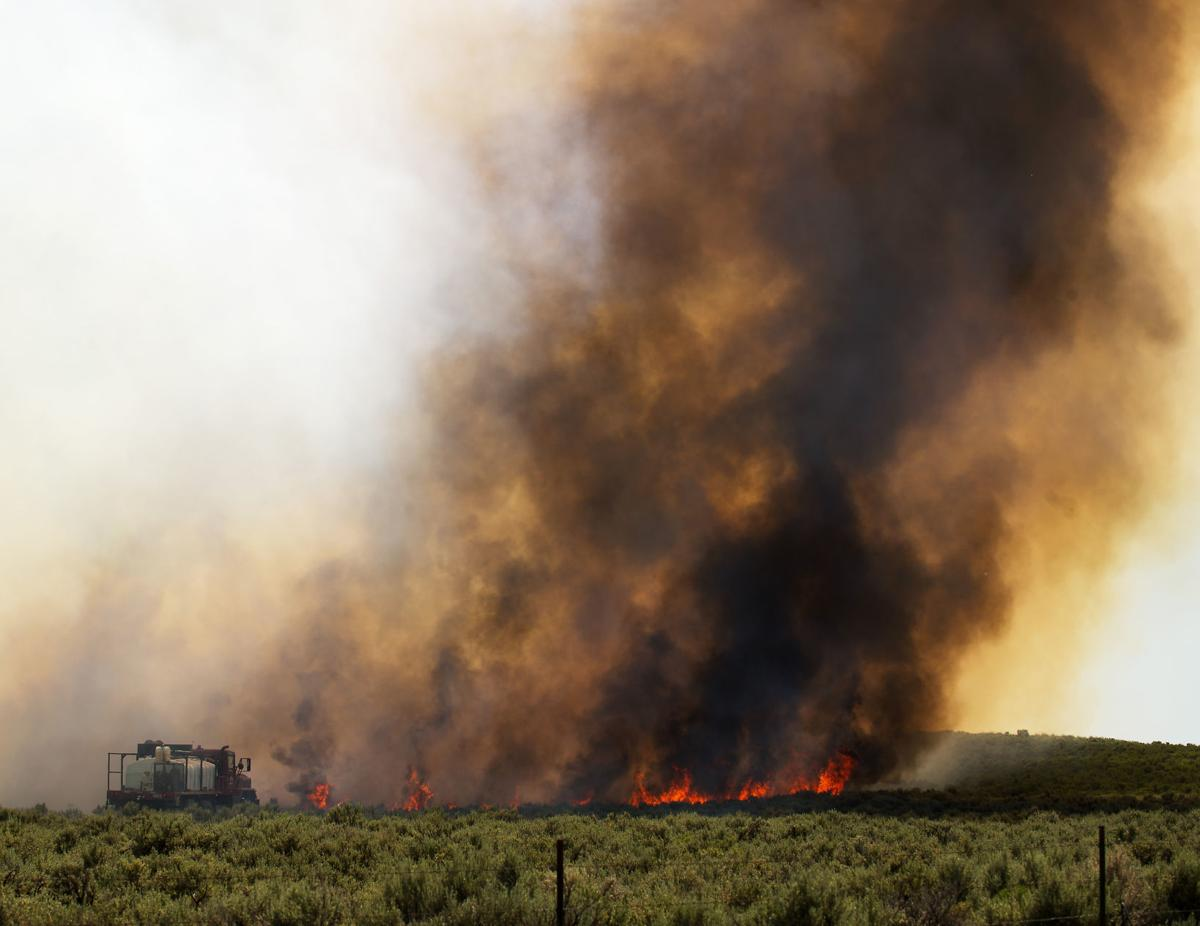 Brush fires break out south of Twin Falls