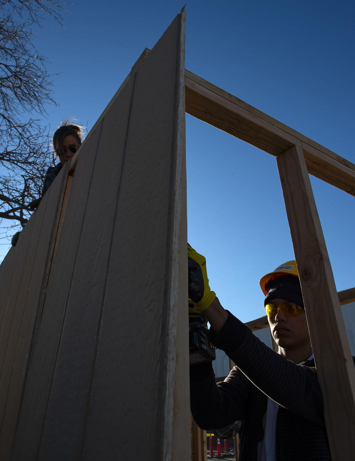 Students build for veterans