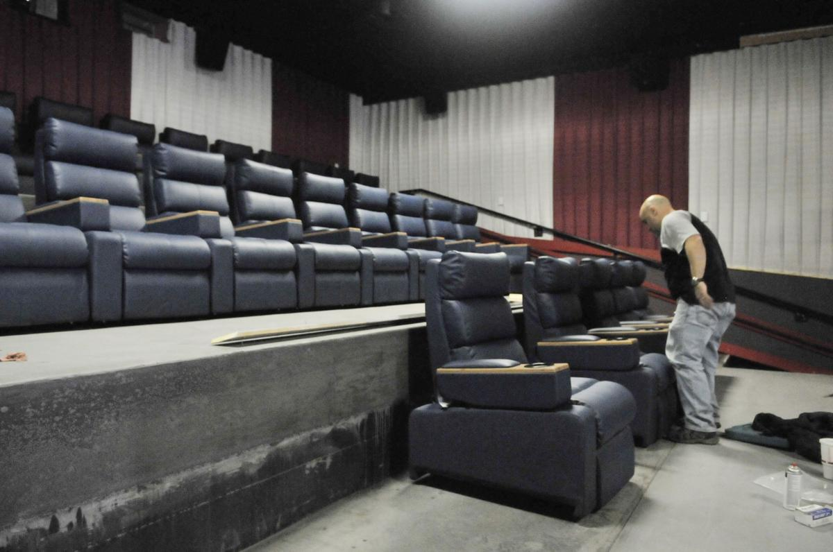 Fifth-generation family keeps movie theaters alive | Mini