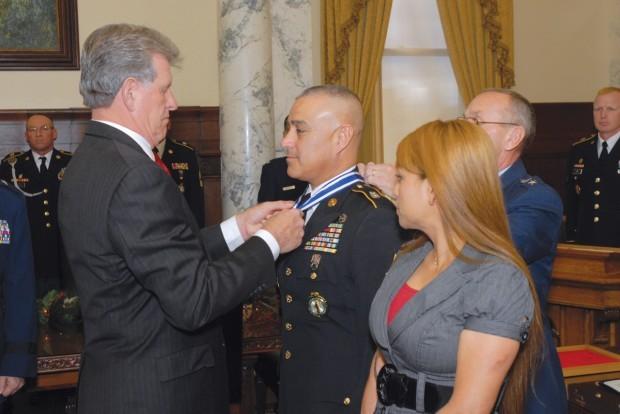 Twin Falls Man Receives Idaho Cross Medal