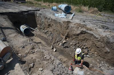 City works to repair water pipe