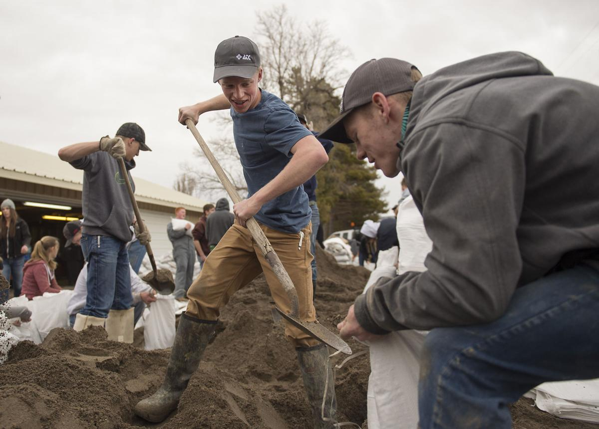 Declo students help with Cassia County flooding