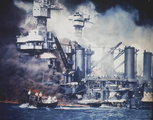 Japan's Abe offers 'everlasting condolences' at Pearl Harbor