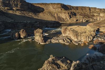 Man narrowly survives kayak trip through Pillar Falls