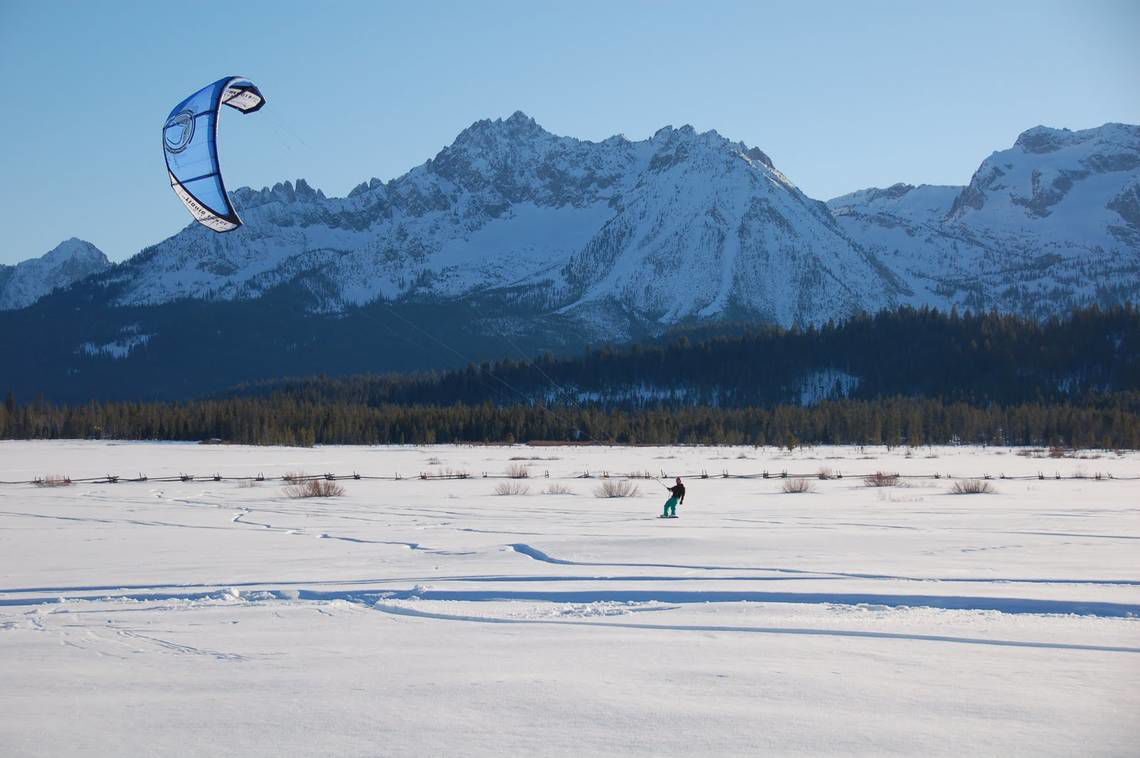 Sawtooth snowkiting