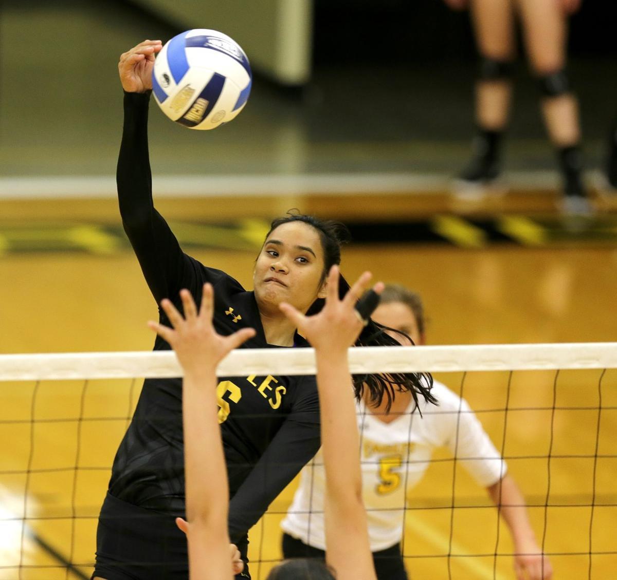 CSI volleyball vs. Monroe college