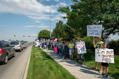 Hundreds show up to rally against vaccine mandates
