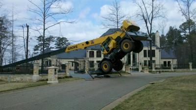 Crane Tips While Removing Tree Local News Magnoliareportercom