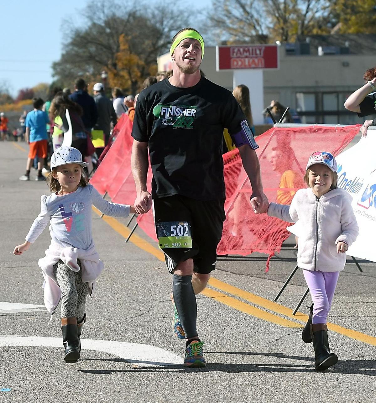 Mankato Marathon full finish twins