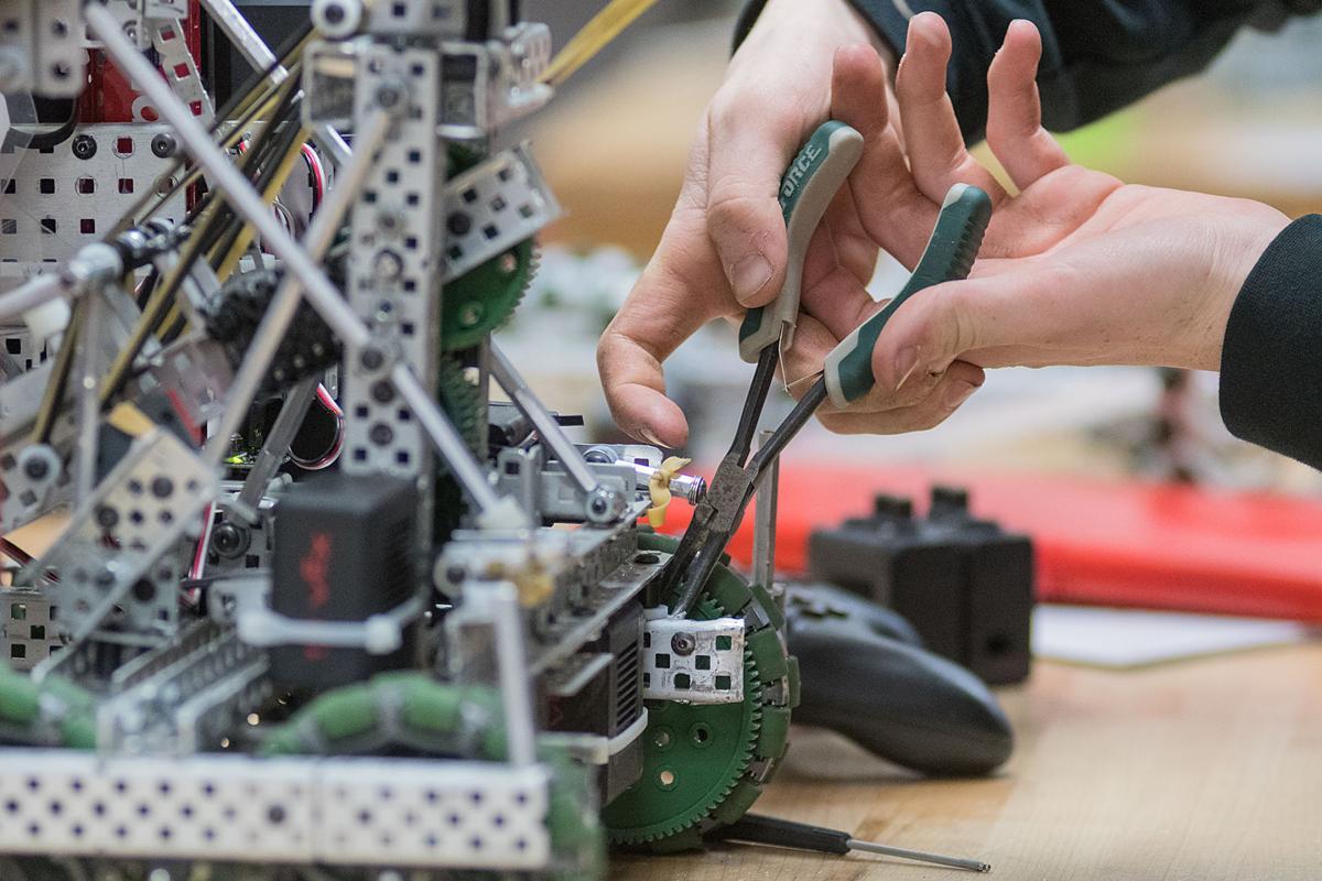 Mankato students continue to dominate in state robotics contest