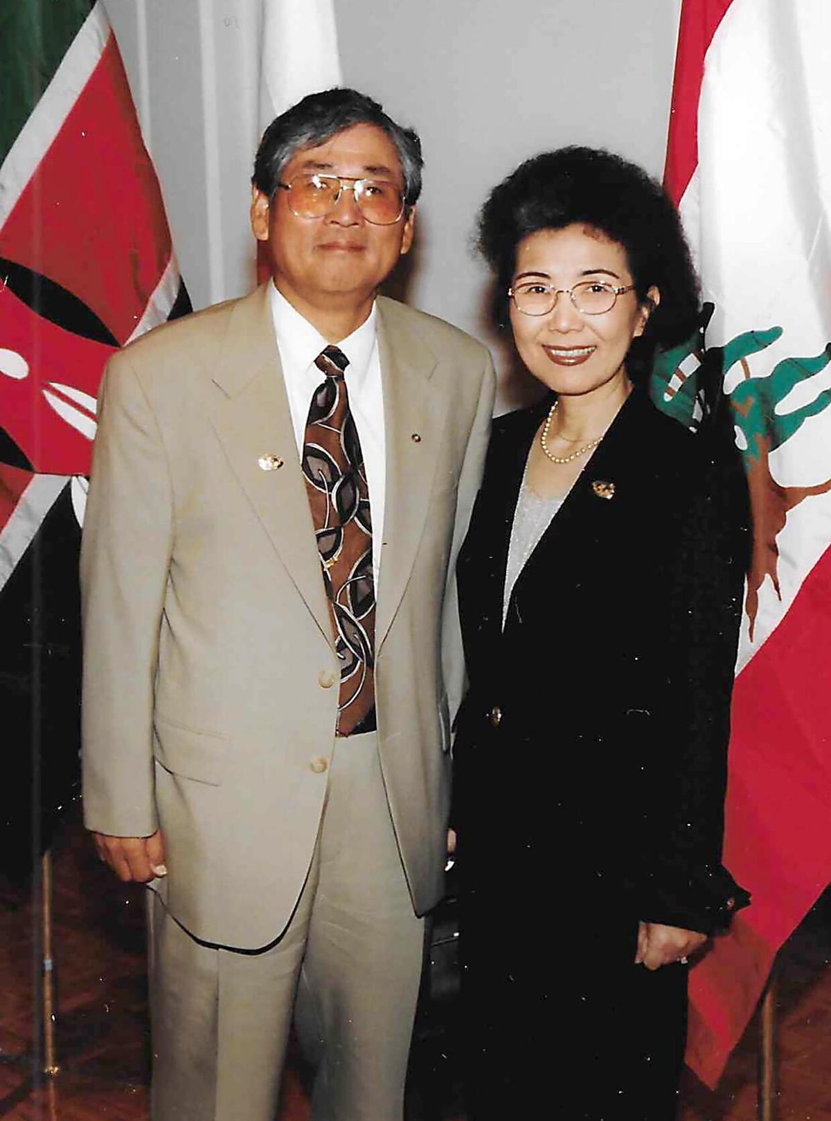 Kuhn Lee and wife