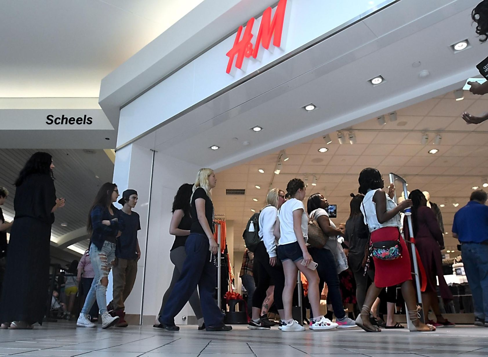 H&M opening draws lines of hundreds   News