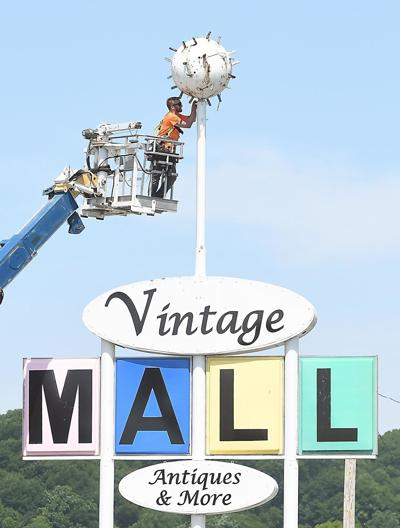 Vintage Mall sign removal