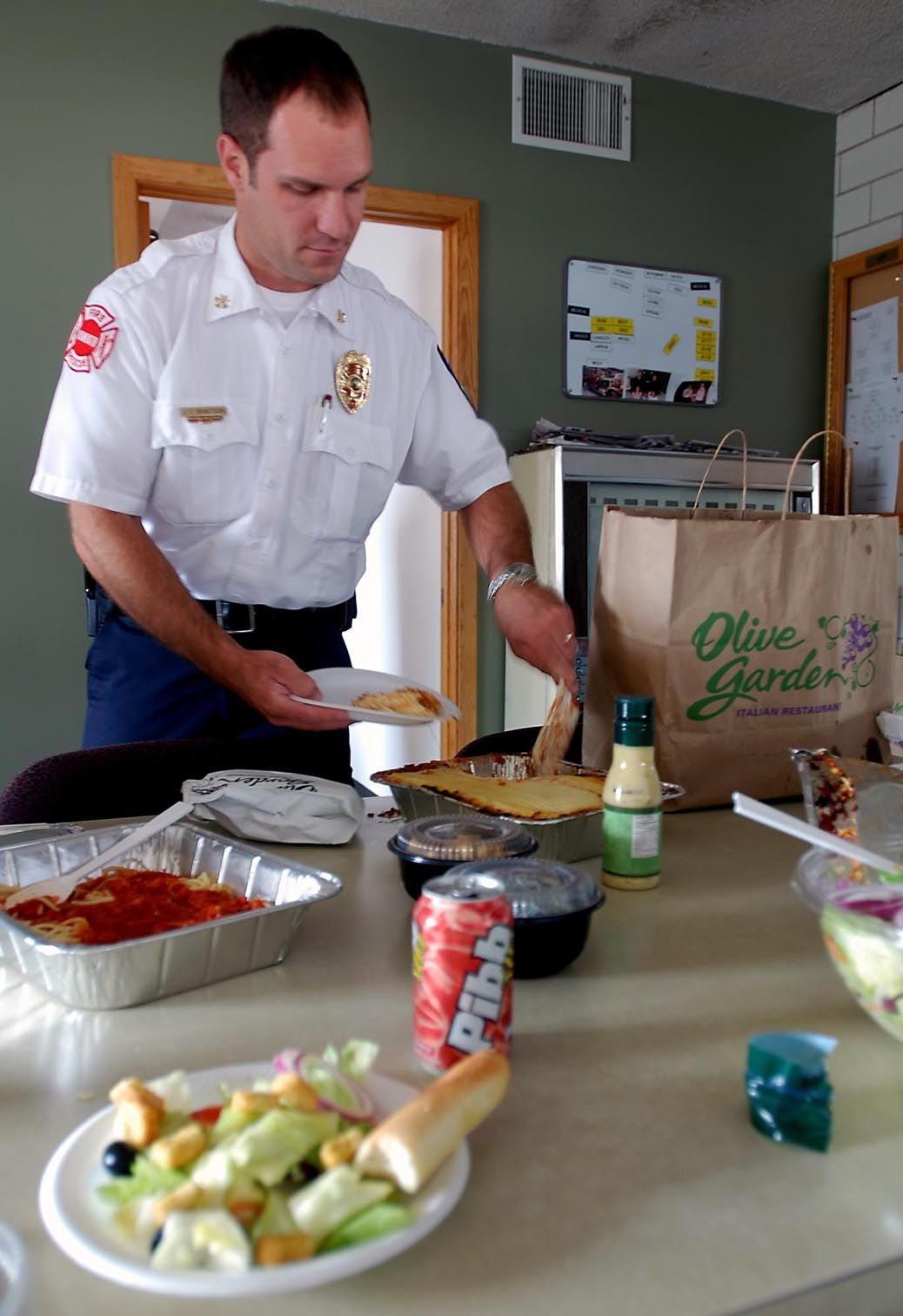 mankato fire commander jeff bengtson dishes up after the department received a dinner delivery from olive garden that included lasagna spaghetti and - Olive Garden Mankato