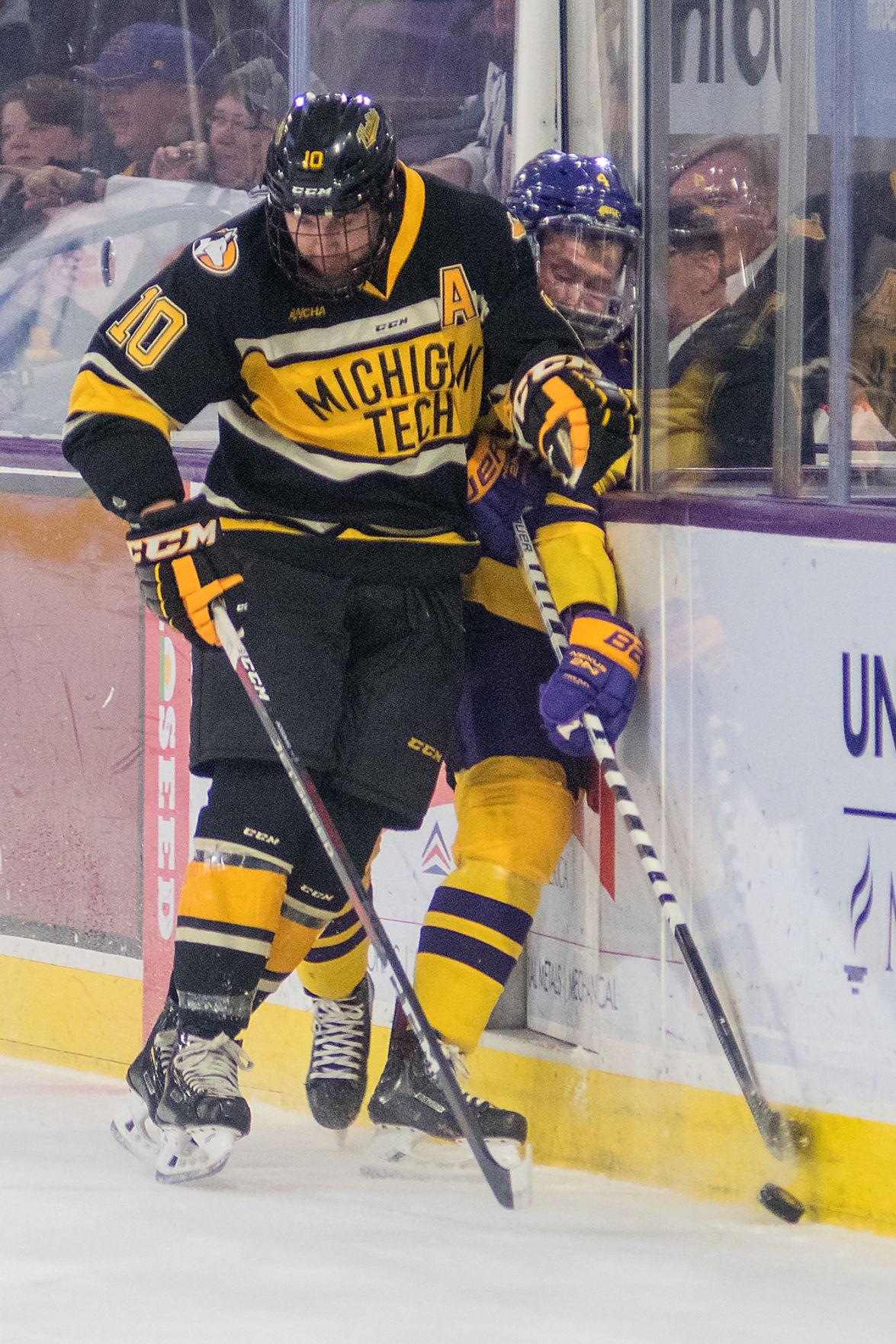the best attitude 4702e 75489 Mavericks bust slump, defeat Huskies 4-1 | MSU men's hockey ...