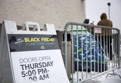 Shoppers Look For Early Deals Many Stores Say No To Thanksgiving