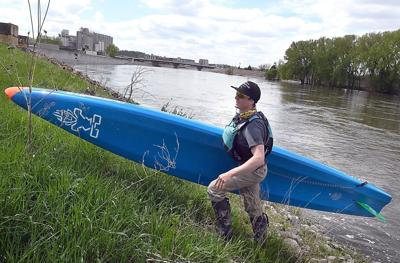 Minnesota River paddleboarder 2