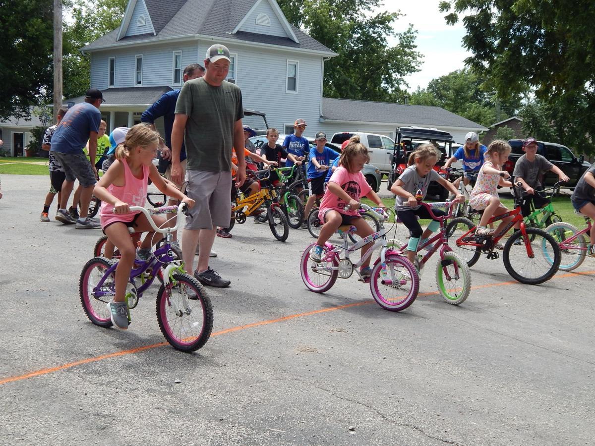 bike girls head out.JPG