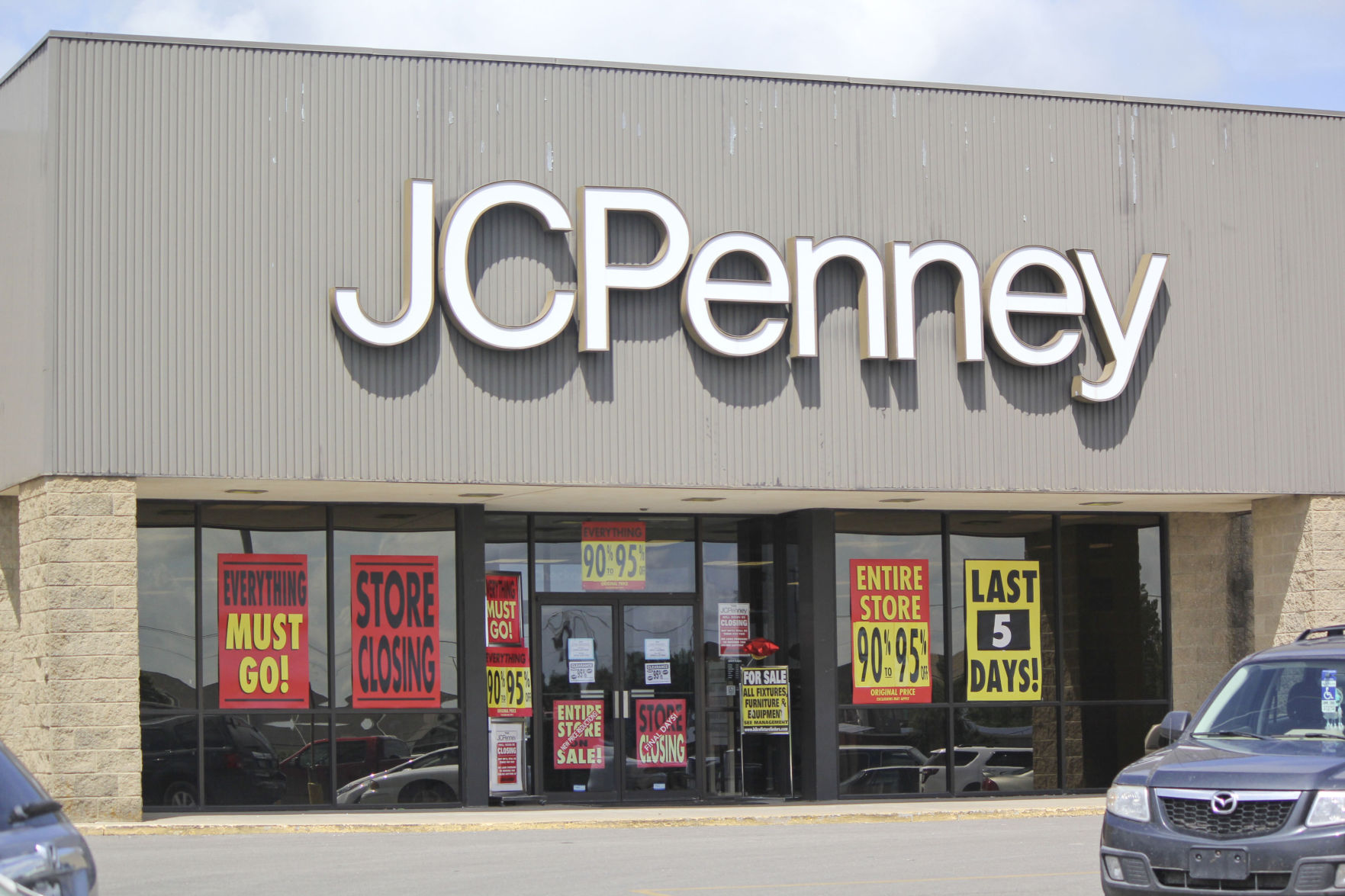The Maryville J.C. Penney store will officially close its doors Monday night after learning in March it would be one of 138 stores nationwide that were ... & J.C. Penney set to close doors Monday | News | Maryville Daily Forum