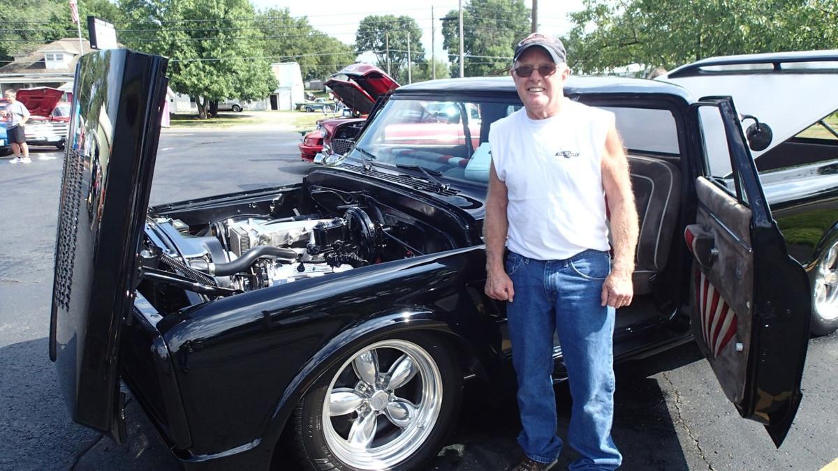 Vintage Horsepower Fuels Beemer Car Truck Show Features - Car show wheel stands