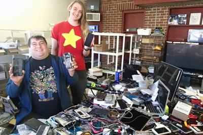 Digital fix-it man gives old phones new life | Business