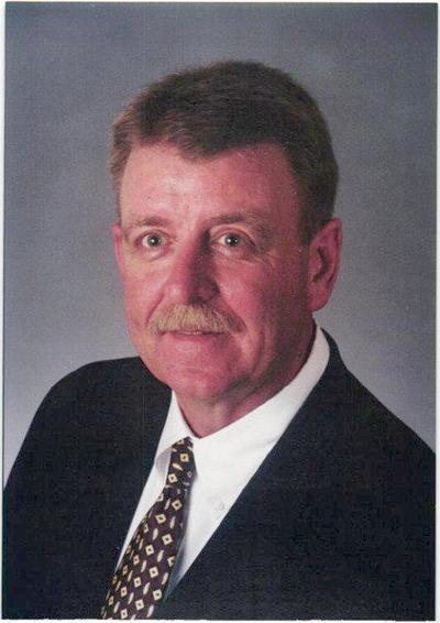 Roi Nelson retires after 43 years in banking