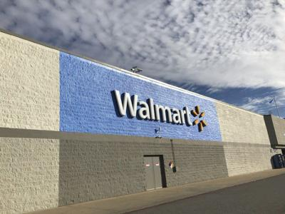 Walmart Offers Higher Wages Closes 63 Sams Club Locations