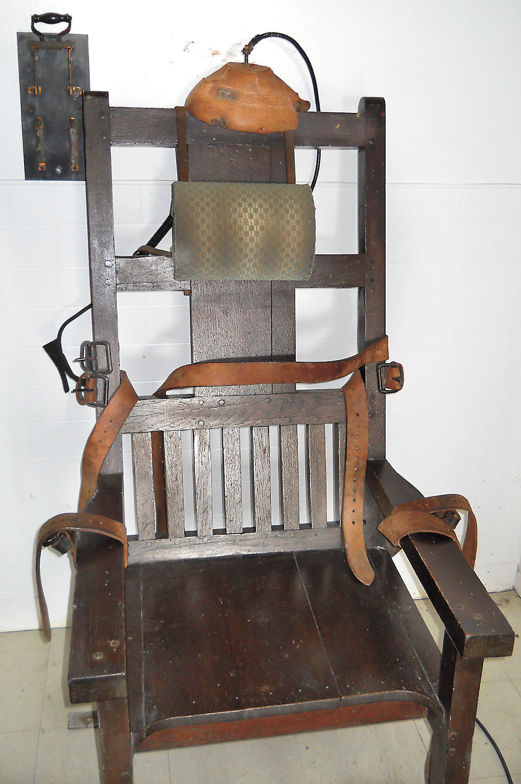 FRENCH-FRY-CHAIR.jpg - Death Chair Has Lengthy McAlester History Local  News. Antique Electric Chair For Sale ... - Antique Electric Chair For Sale Antique Furniture