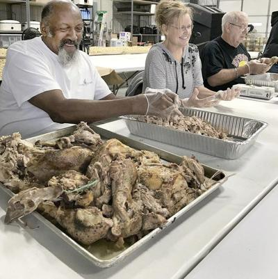 Volunteers serve more than 3,000 Thanksgiving dinners