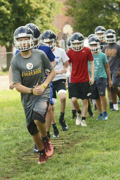 HIGH SCHOOL FOOTBALL: Ohio high schoolopts to play eight-manfootball this season
