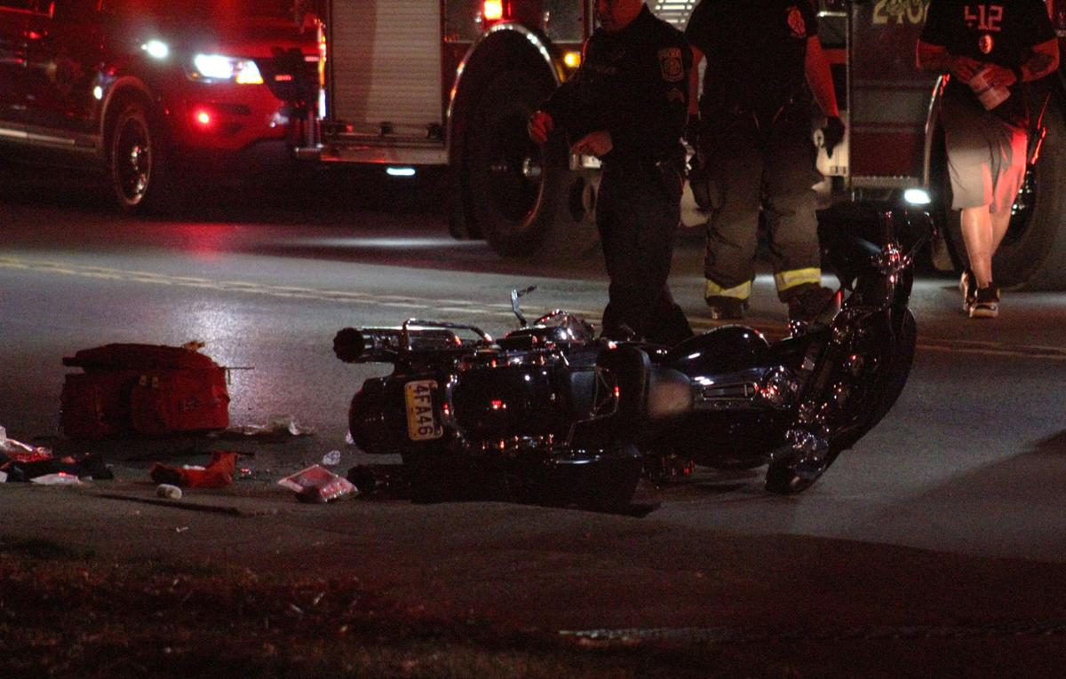 Man loses leg, woman severely injured after motorcycle crash in New