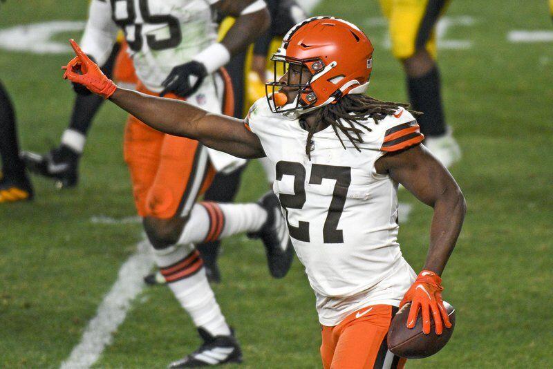 NFL: Stefanski to return after playoff absence
