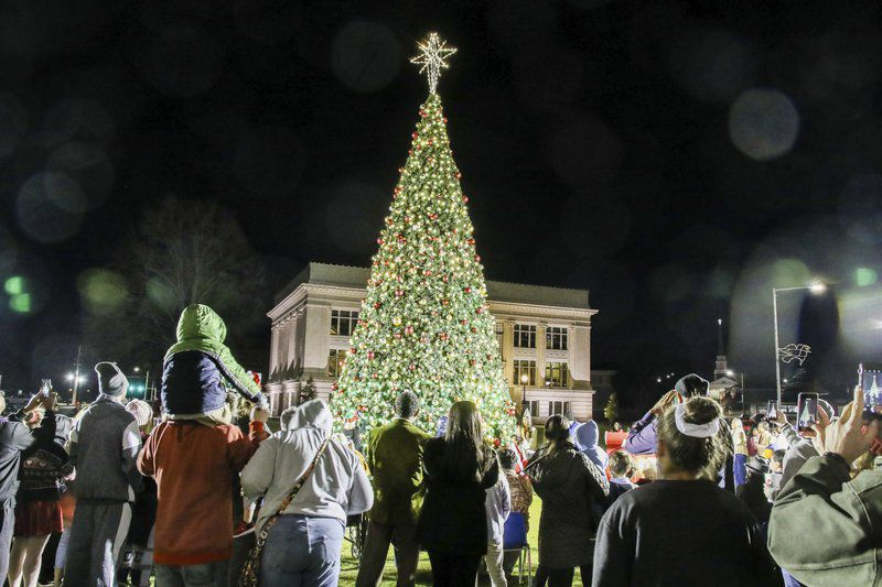 Christmas tree lighting kicks off holiday season in Meridian