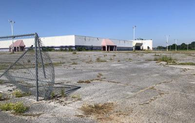 Lauderdale County leaders look to block visitors from vacant Village Fair Mall