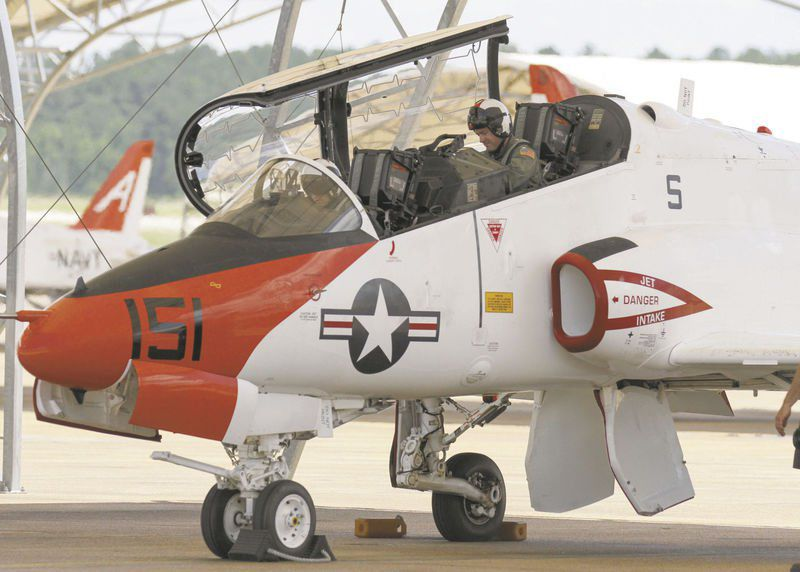 Military training jet crashes in Tennessee