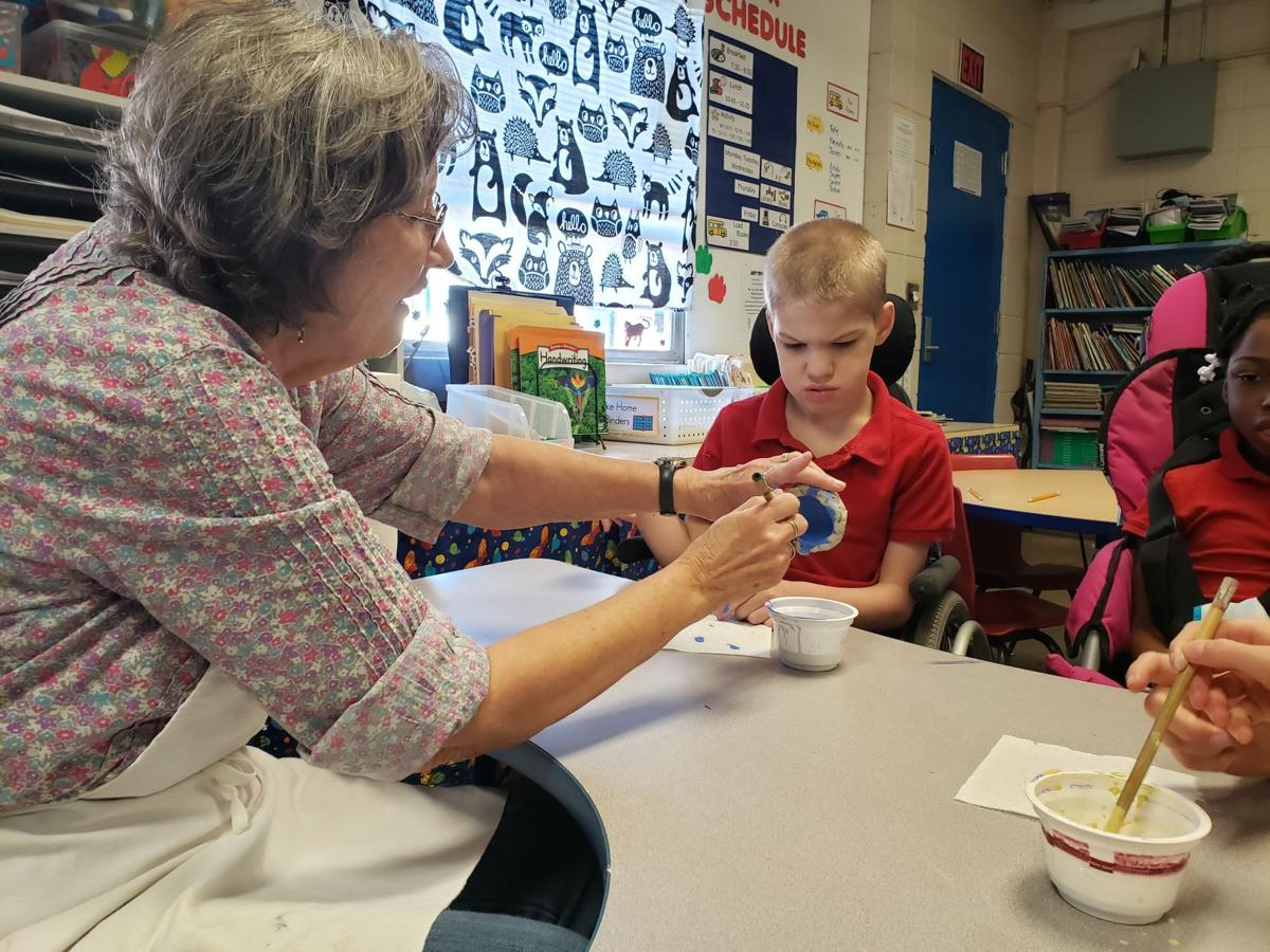 Artist shares the power of creativity with Southeast Lauderdale Elementary students