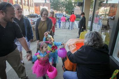OUR VIEW: Candy Crawl creates community