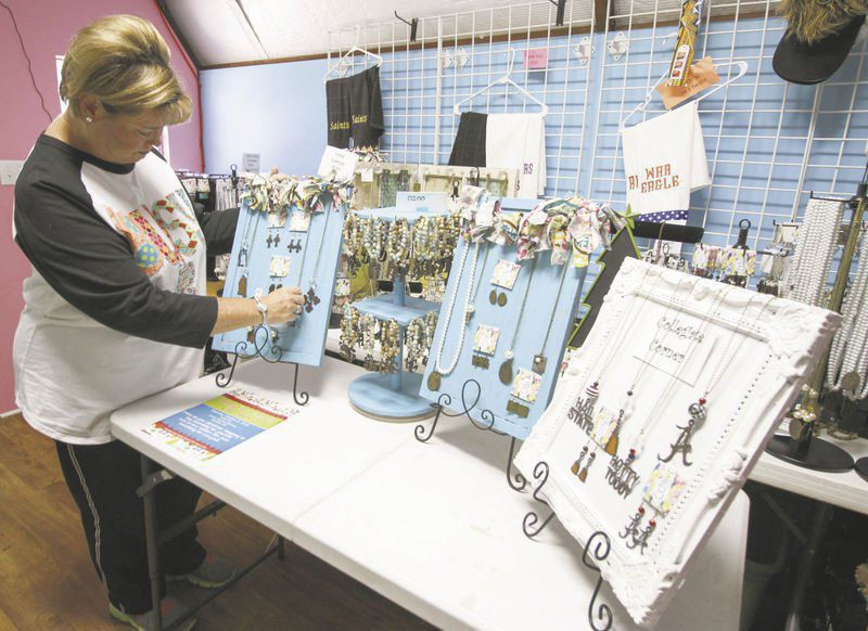 NEIGHBORS: Looking for a gift? Holiday Extravaganza show this weekend