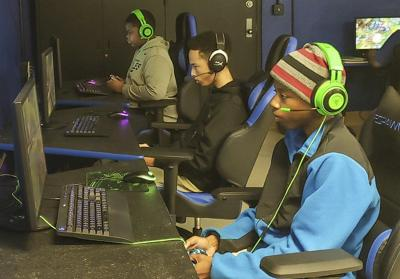 Meridian High students form Esports team