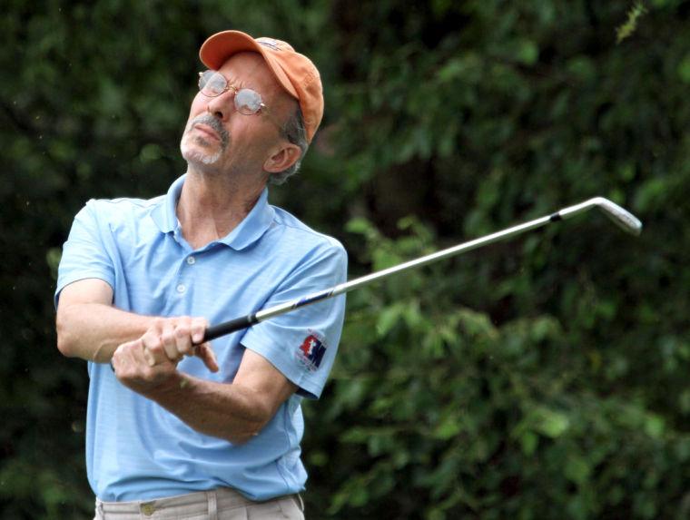golf_bobby_maddox_teeing.jpg