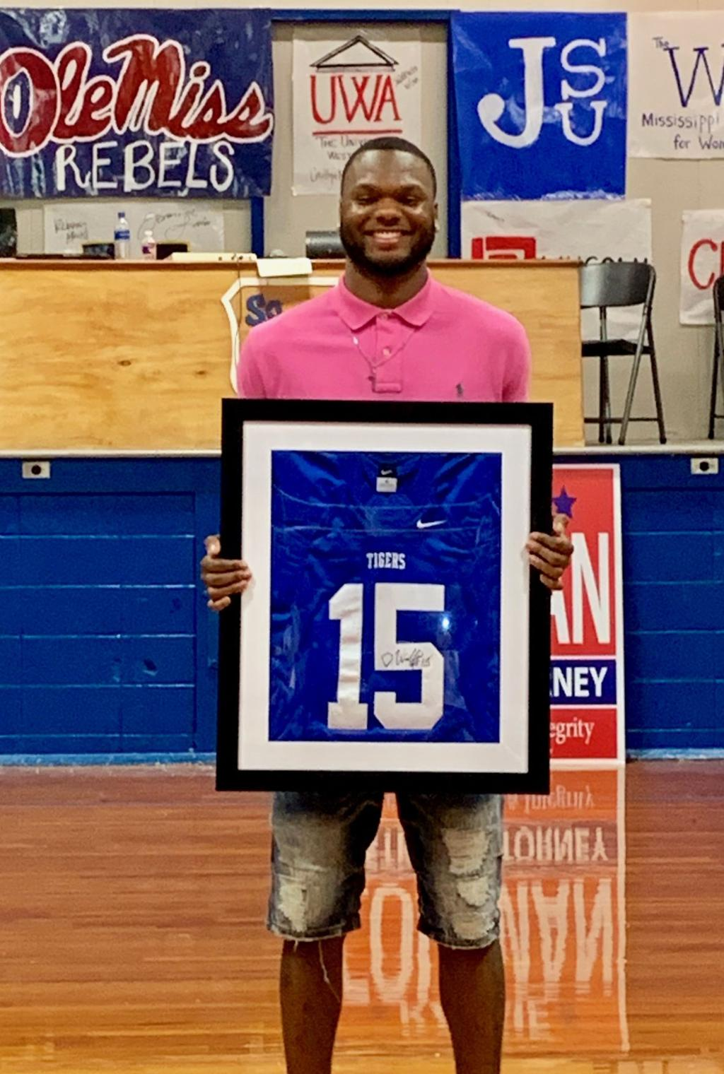 the latest 182b2 7b25e Willis has jersey retired at Southeast Lauderdale | Sports ...