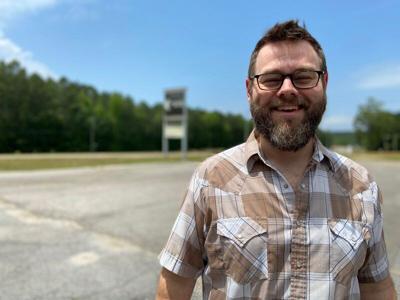 NEIGHBORS: Meridian's Todd Tilghman extends residency in Pigeon Forge