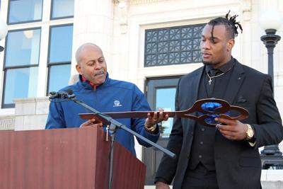 Davis key to the city