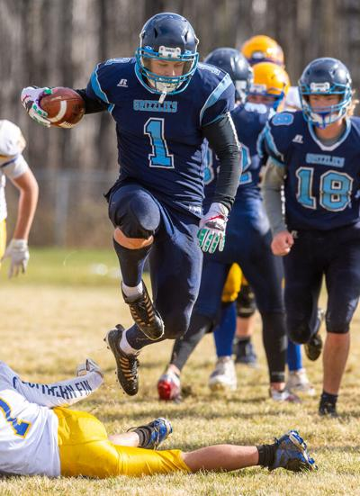 Chiabottis lift Grizzlies to victory, 48-36