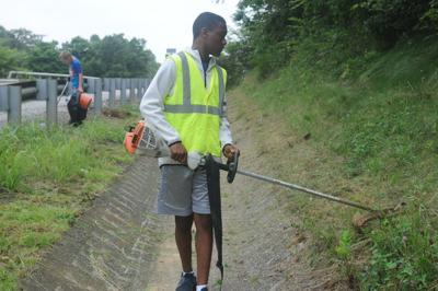 Hartford teen volunteers to keep neighborhood clean