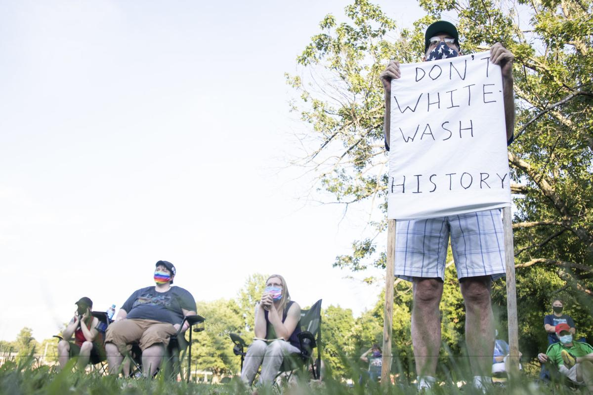 Crowd gets rowdy at confederate statue event