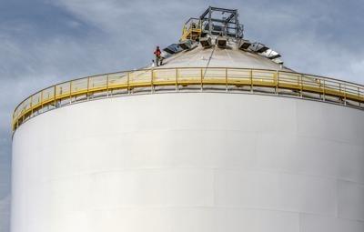 Owensboro Grain's new 1-million bushel storage tank